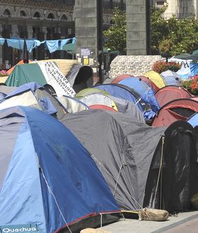20110616212709-campamento-indignado.jpg