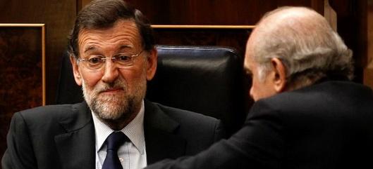 Fernández genuflexo ante la política de la traición.