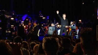RAPHAEL, una orquesta y una voz.